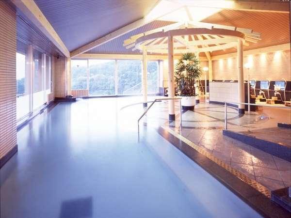 7階の展望温泉風呂 手すりも完備で安心