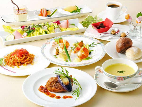 イタリアンレストラン「イル・モメント」でのシェフおすすめランチコース付きプラン〜朝食なし〜