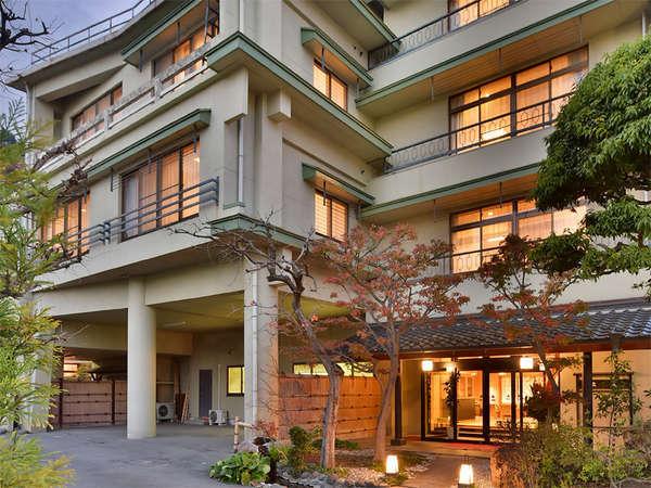 ホテル圓山荘 西乃館の外観