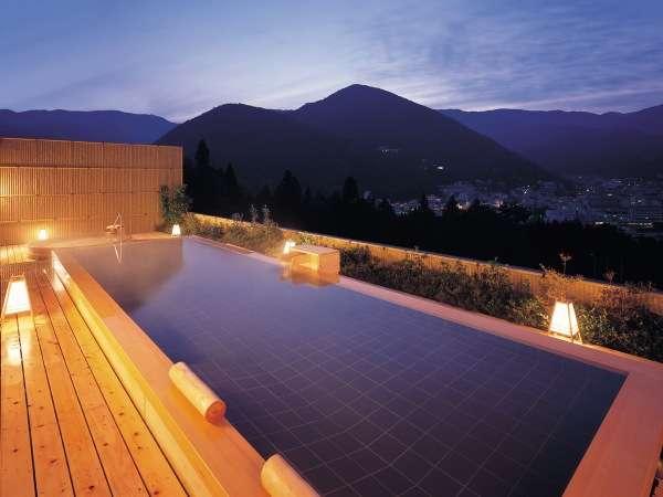下呂随一の絶景を誇る総檜造り展望露天風呂