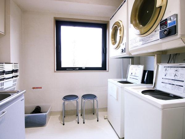 【ランドリースペース】洗濯機&乾燥機は有料となっております