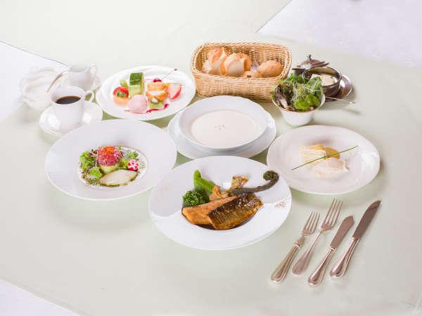 お夕食一例/栃木産のニジマスを活かしたフランス料理 写真提供:じゃらんnet