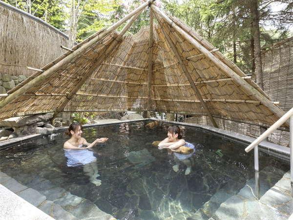 【庭園縄文露天風呂 ぬりさわの湯】「竪穴の湯」縄文人の竪穴式住居をテーマにした深さ120cmの立ち湯