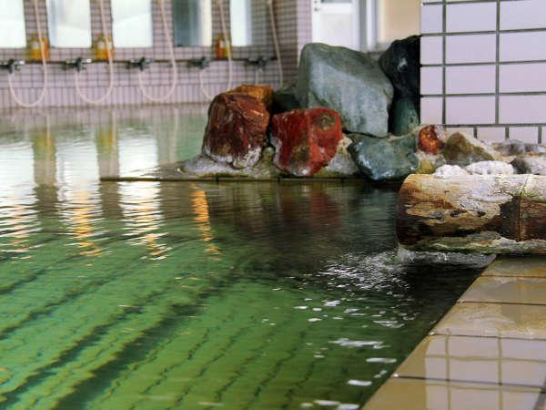 【ちょっと贅沢】露天も広々浴槽も源泉かけ流しの温泉に旬の食材を満喫する[1泊2食]