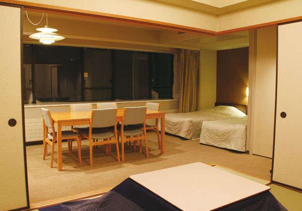 家族に嬉しいダイニングテーブルと間仕切りのできるコタツのある和洋室が人気。