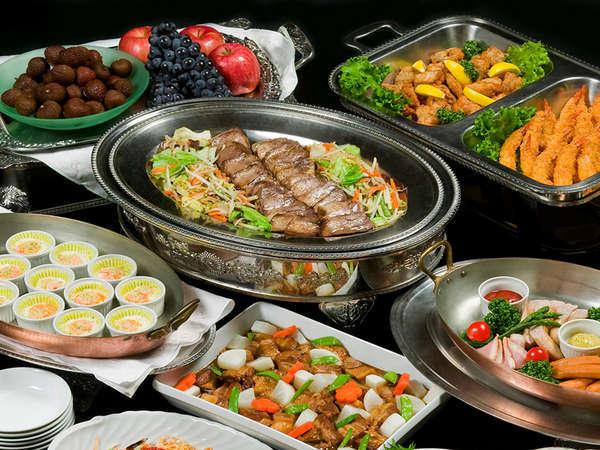 安比高原でしか食べられないプライムポークや山菜の天婦羅、盛岡冷麺などがお出迎え。写真はイメージです。