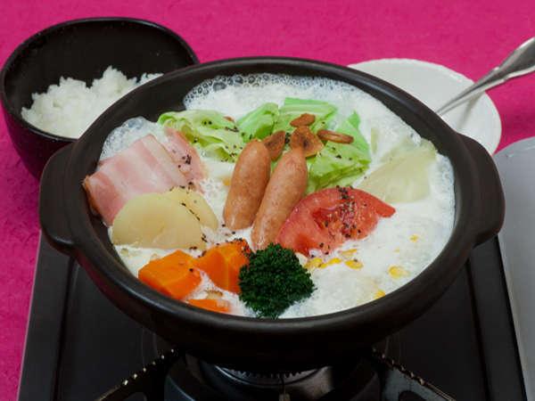 """ゲレ食いちばんのおすすめ""""白銀ミルク鍋""""。1日限定20食!"""