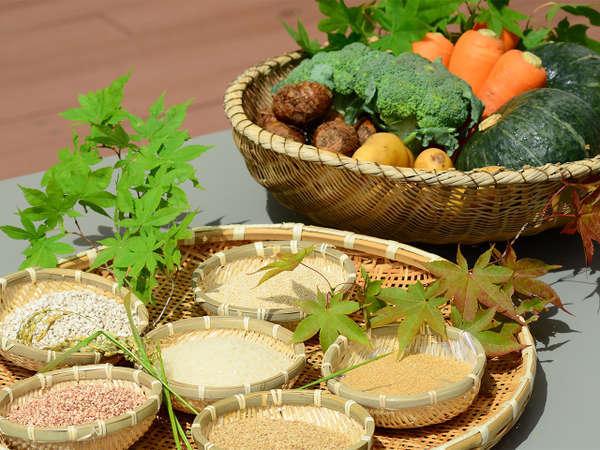 美味しい料理は食材から…。地元産を中心に慎重に吟味して選びます。