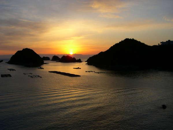 徒歩2分の水床湾からは朝日を見ることも