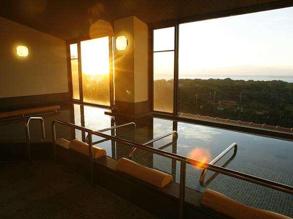 伊豆大島を眺望できる展望風呂呂