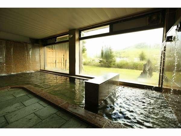 大理石が敷き詰めらた大浴場