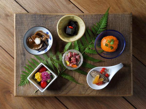 【森の音創作料理】食材がもつ味を最大限生かした、素材を大事にし、5感で楽しめる創作料理です。