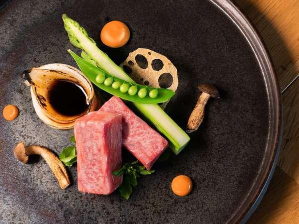 【米沢牛ステーキ】きめの細かい赤身とさわやかな脂質を、ぜひご堪能ください。