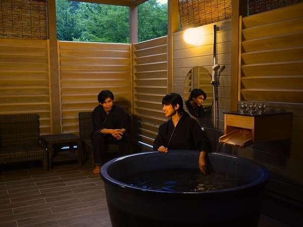 森の中の露天プレミアム和洋スイートは源泉掛け流しの美肌の湯を自然の景観と共に露天で楽しめます