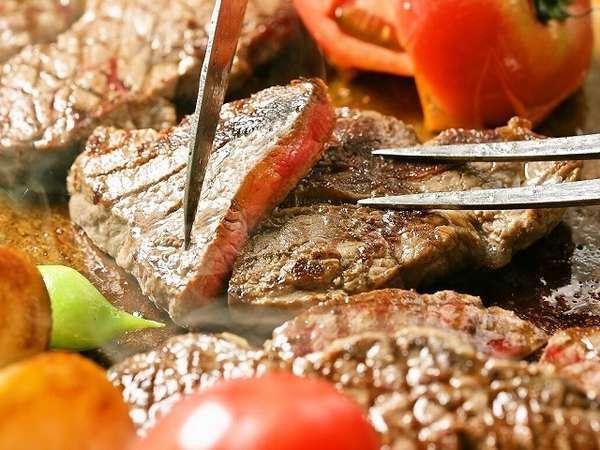 【バイキング】毎日オープングリルで焼き上げるジューシーな牛ステーキ