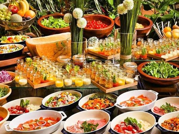 【朝食ブッフェ】見て楽しいタパススタイルの前菜とたくさんの新鮮野菜