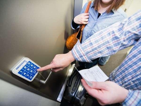 業界初のNOキーシステム!チェックイン時に発行される暗証番号がお部屋の鍵となっております。