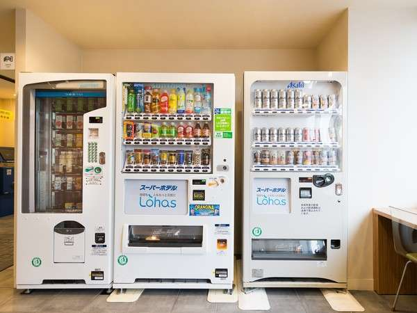 飲料自動販売機アルコールもございます。1Fロビー