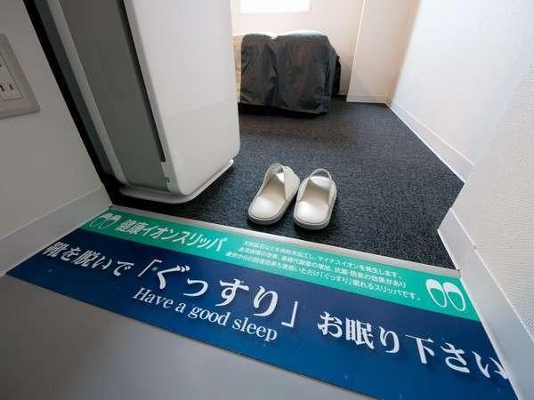 お部屋では靴を脱いで、おくつろぎください。