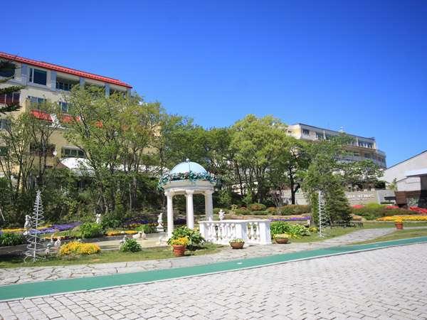 『ホテルサンバレー那須』チャペル前ガーデン風景・標高約900メートルから望む関東平野は絶景です!