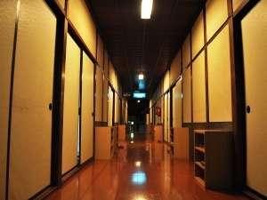 中館3階廊下:踏みしめるたびに…時間は止まります