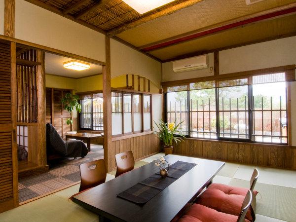 ◆■特別室梢の間■母屋二階にある特別室。リビングや和室からは遠く久住の山並みをご覧いただけます。