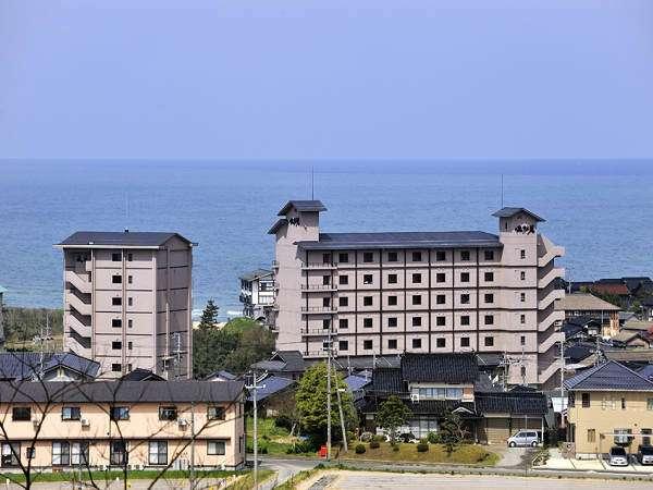 全室オーシャンビューの高台に建つ宿「佳松苑」