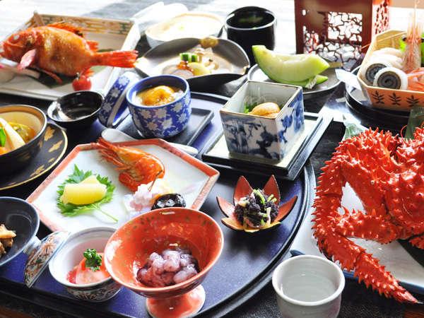 【月膳】根室、オホーツクの海の幸を堪能できる豪華な会席膳。