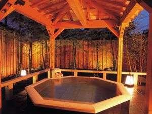 趣きある高野槙風呂の貸切露天「槙の湯」45分1室1,050円