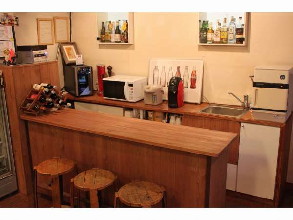 リビング内のカウンターゆっくりとお酒を飲まれたり 簡易キッチンとしてもご利用頂けます