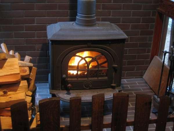 リビングには薪ストーブほっこり暖まりながらゆっくりとお過ごし下さい