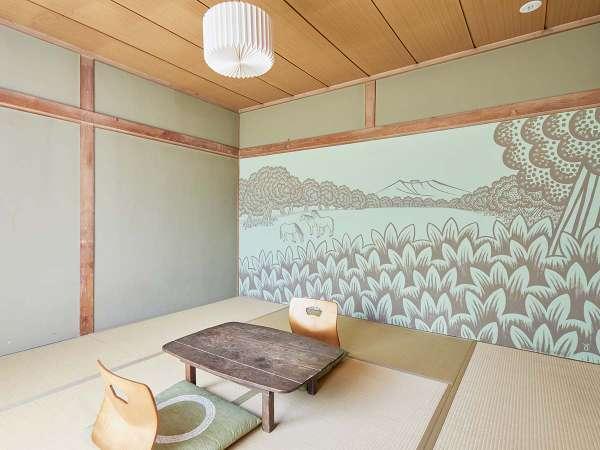 ・【和室】広さは8畳あります。壁一面がアート作品がになっています