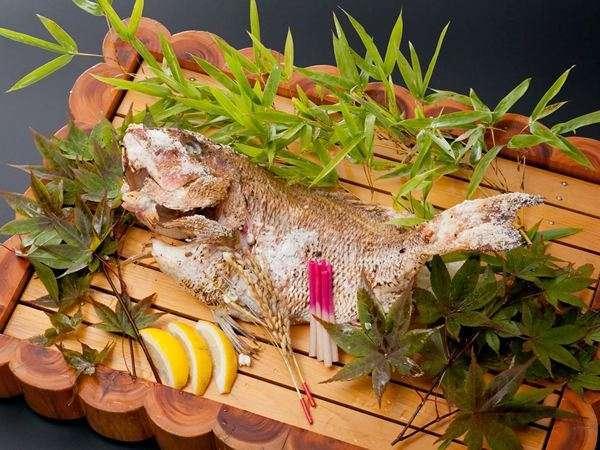 還暦などおめでたい日のお祝い!鯛の塩焼付プラン
