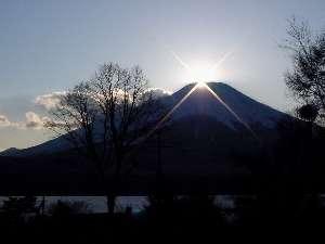 富士眺望の宿イゾラーナ。ダイヤモンド、紅、月光、赤、パール、逆さ富士、季節毎の様々な富士の姿をご堪能