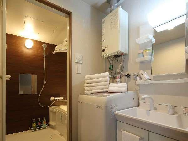清潔な洗面台と浴室洗濯機も完備