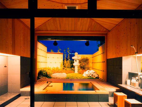 夜の貸切露天風呂『ほたる』 写真提供:じゃらんnet