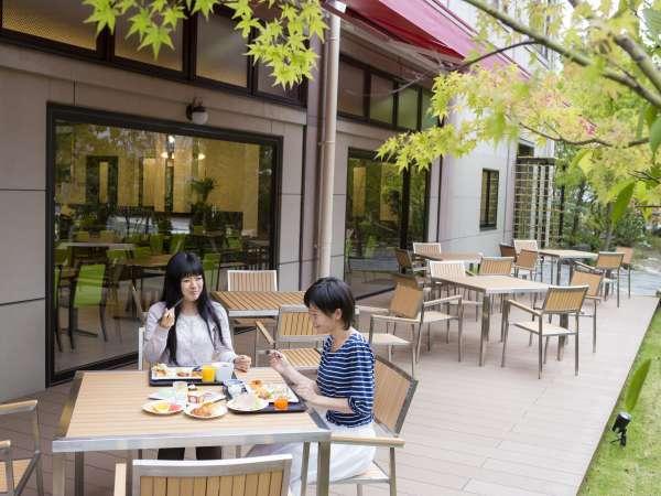 ■Buffet TSUBAKI /テラス席でお食事もとれます。