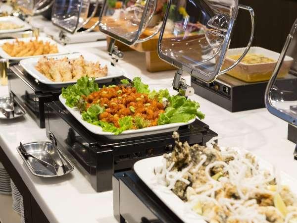 ■夕食(ハ゛イキンク゛)/さまざまな料理をご堪能ください。