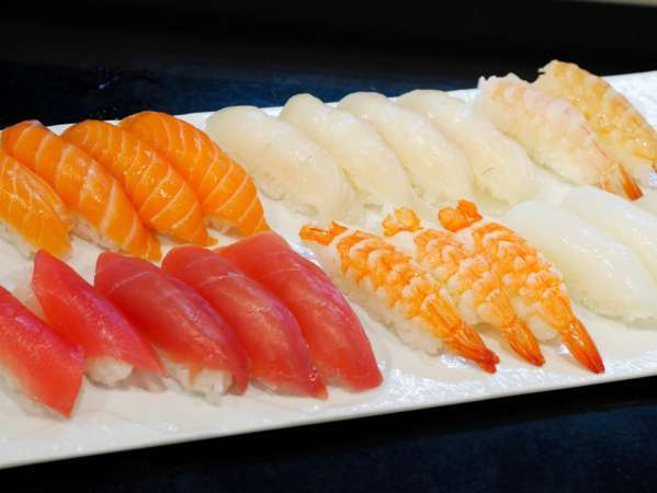 ■夕食(ハ゛イキンク゛)/握り寿司は、目の前で握っています!