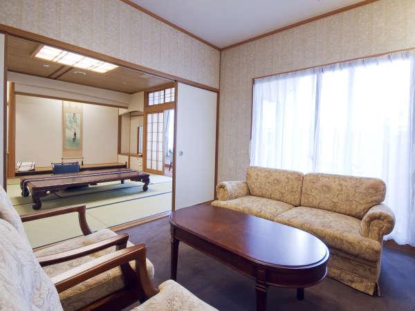 ■展望岩風呂付特別室/応接間も完備。至福のひとときをお過ごしください。