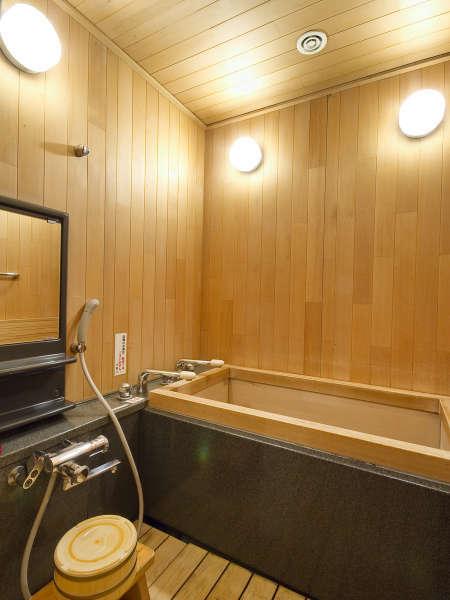 ■檜風呂付特別室/温泉を引き湯。檜の香りと共に道後のお湯をお楽しみください
