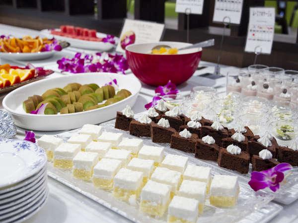 ■夕食(ハ゛イキンク゛)/デザートは別腹!プチサイズのデザートを好きなだけ召し上がれ!