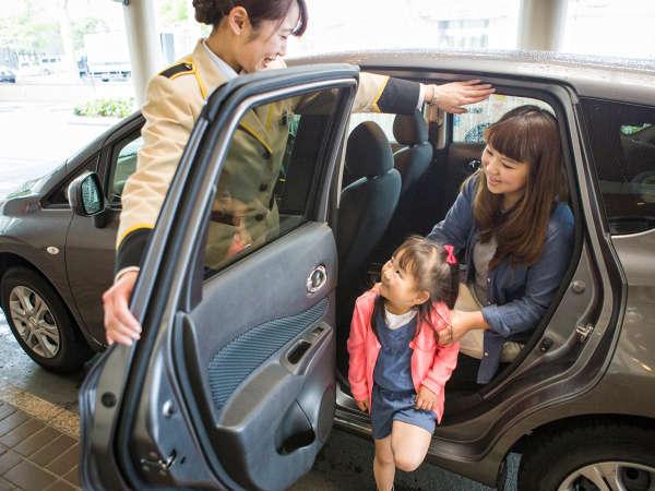 【車はホテルでお留守番/素泊り】ご出発日の17時まで駐車場無料&13時レイトアウト無料特典付!
