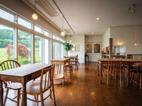 【内観】《お食事会場・カフェスペース》