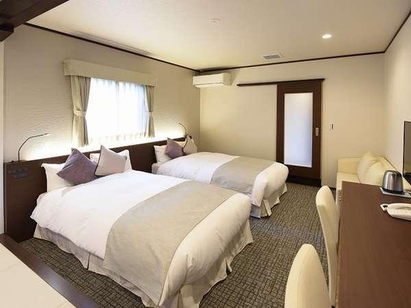 2階露天風呂付き和洋室/35平米/4名定員/ セミダブル(120センチ幅×190センチ)×2・畳・バストイレ