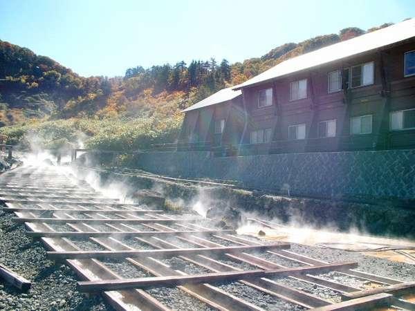 玉川温泉別館と湯樋