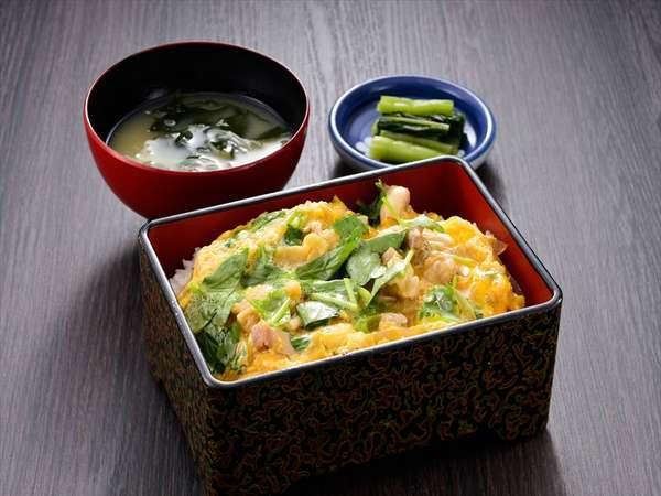 昼食人気のメニュー「比内地鶏親子丼」