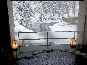 清流鶯宿川から眺める『雪見露天風呂』は格別です♪♪。