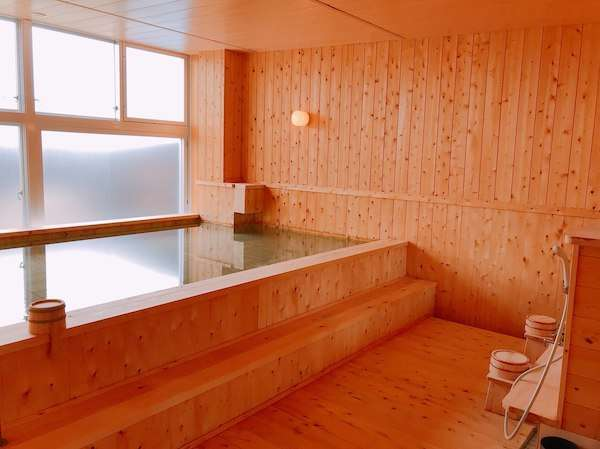 槇の木の香りが人気のお風呂です。