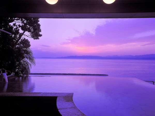 天空野天風呂 神秘的な朝陽を 写真提供:じゃらんnet